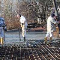 12.12.2013 Das Fundament wird bei strahlendem Sonnenschein gelegt.