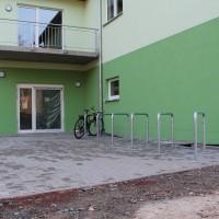 Unser neuer Eingangsbereich mit Fahrradständern.